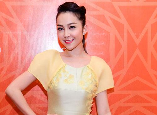 Linh Nga xuất hiện với kiểu váy bút chì thật duyên dáng
