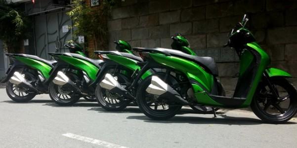 4 chiếc Honda SH độ màu xanh Kawasaki Z1000 ở Sài Gòn