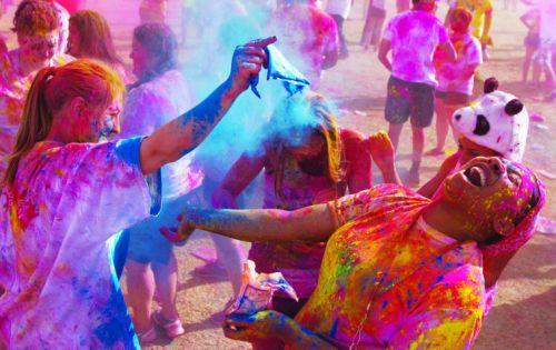 Cuộc chiến sắc màu ở Ấn Độ mang tên Holi
