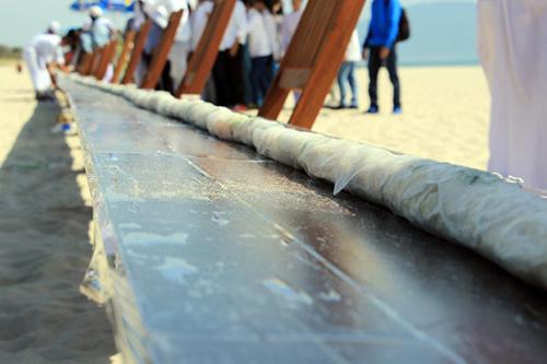 Kỷ lục bánh cuốn dài nhất thế giới ở Đà Nẵng