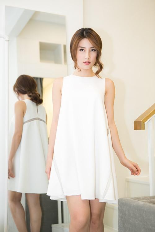 Diễm My 9X giấu đường cong với váy suông rộng