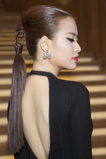 Kiểu tóc Dior được Hoàng Thùy Linh tái hiện tuyệt đẹp