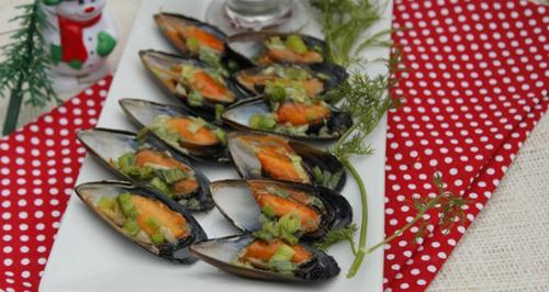 Chua dịu, ngọt ngào với món gỏi tỏi và hàu son trên đảo Lý Sơn