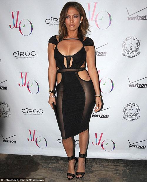 Bỏng mắt vì cơ thể U50 căng mọng của Jennifer Lopez