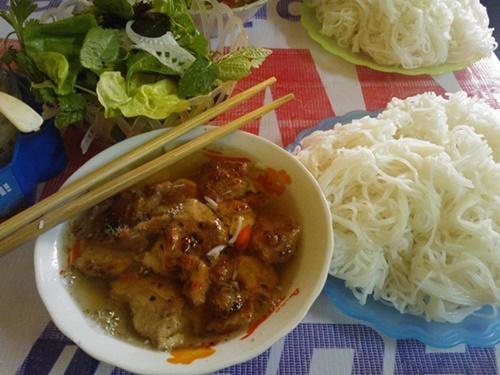 Ngon hết xảy bún chả ngon đúng vị Hà Nội tại Sài Gòn