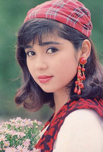 Quá trình đổi kiểu tóc của Việt Trinh từ thập niên 1990
