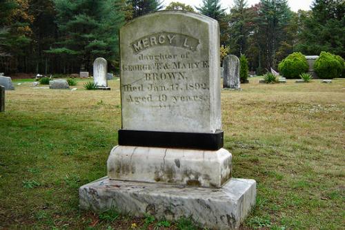 Ghé thăm ngôi mộ 'ma cà rồng' nổi tiếng nhất nước Mỹ