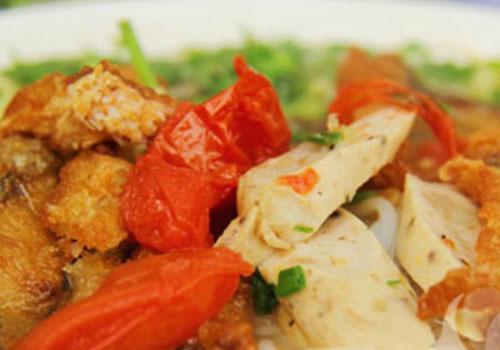 Ngắm hình ảnh món ăn khiến phố Hoàng Cầu đông nghẹt khách ?
