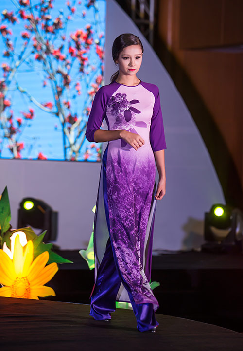 Ngắm mẫu lai Việt- Đức 13 tuổi dịu dàng trong tà áo dài