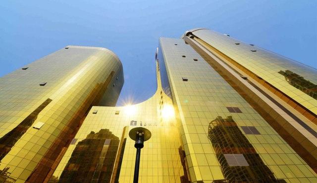 Tòa nhà chọc trời dát vàng khiến người dân khó chịu vì...lóa mắt
