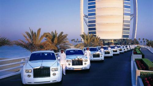 Những kiểu 'vung tay quá trán' của giới thượng lưu ở Dubai