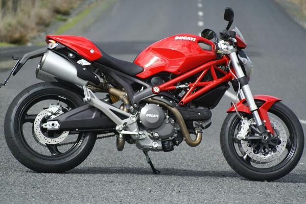 Quái thú Ducati Monster 659 vs Honda Hornet 919 của Biker Quyên Quang