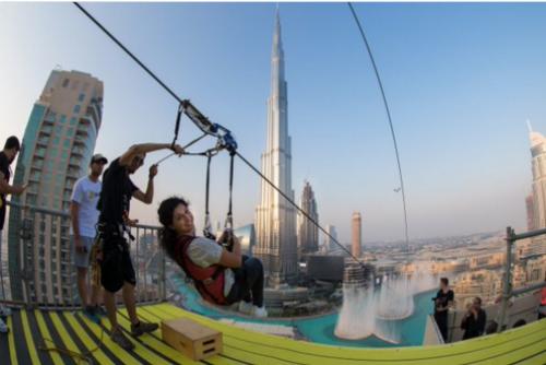 Ngắm đường zipline ngay giữa trung tâm Dubai