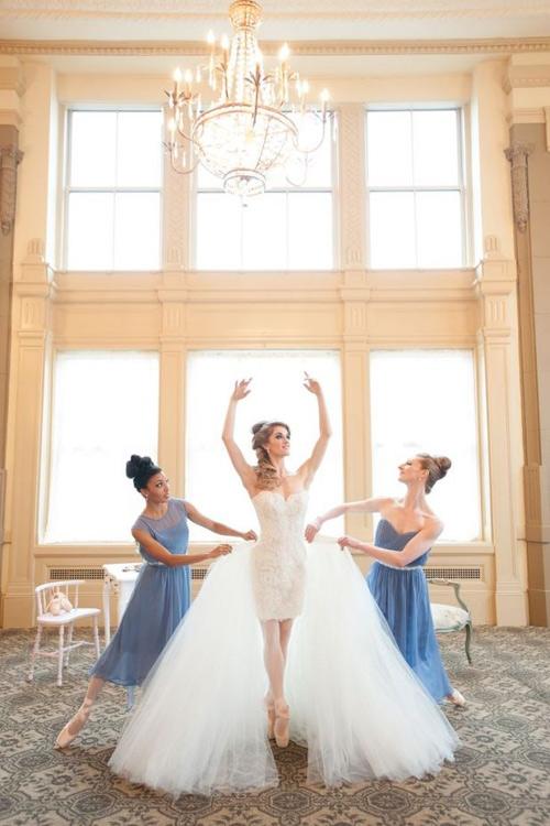 Giúp cô dâu tiết kiệm chi phí với váy cưới '2 trong 1'