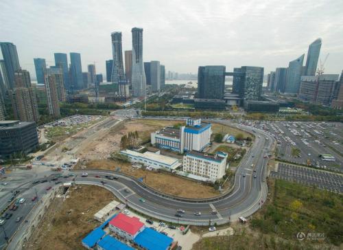 Những ngôi nhà 'cứng đầu' nhất Trung Quốc