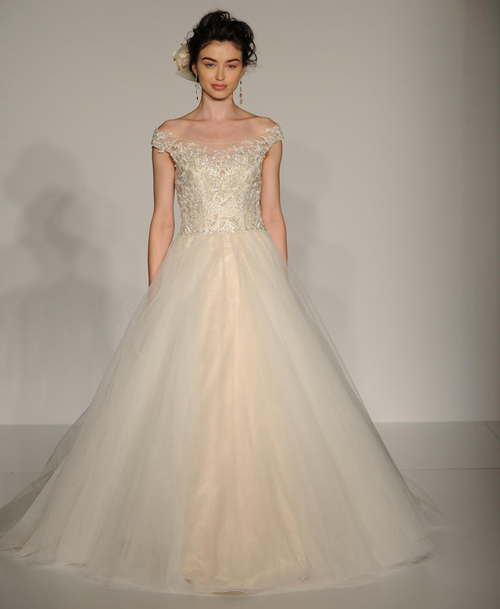 Váy cưới vai trễ vai mốt chưa bao giờ lỗi thời