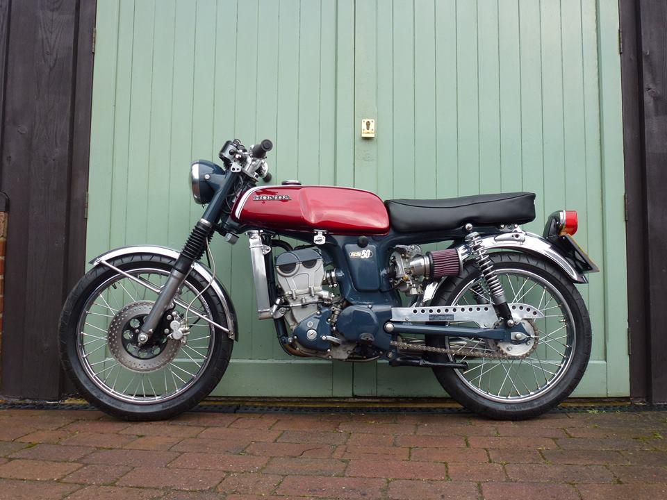 Cận cảnh Honda SS 50cc độ khủng với bộ máy DOHC máy nước