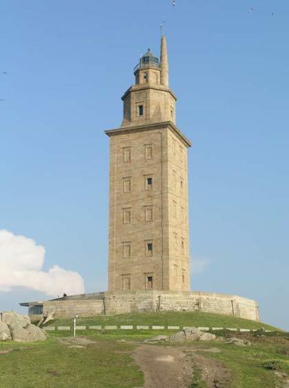 Lịch sử thăng trầm của ngọn hải đăng lâu đời nhất thế giới