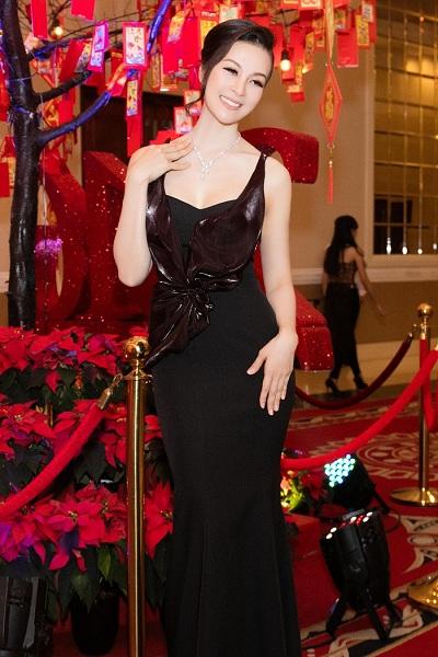 MC Thanh Mai nổi bật với trang sức kim cương 2 tỷ đồng