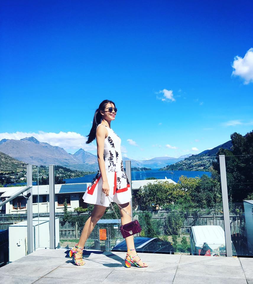 Giá phụ kiện xinh yêu của Phạm Hương tại New Zealand
