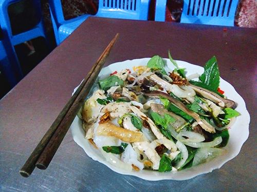 Ngon miệng với món bánh ướt lòng gà ở Đà Lạt níu chân du khách