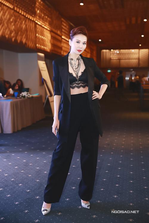 Thanh Hằng, Jennifer Phạm sexy mòn con mắt