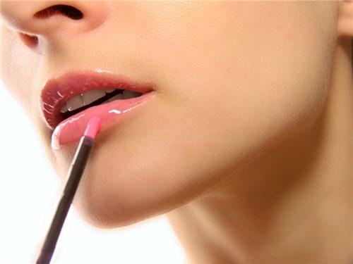 Hướng dẫn các nàng kẻ viền môi đúng cách
