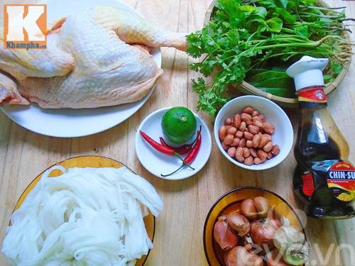 Bữa sáng ngon lành với phở gà trộn đơn giản