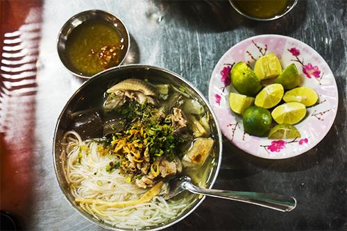 Bún măng vịt món đêm ngon tuyệt ở Sài Thành