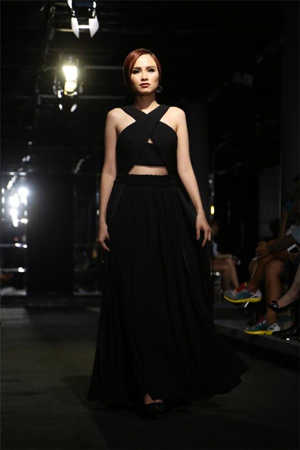 Diễm Hương tái xuất sàn catwalk sau thời gian vắng bóng