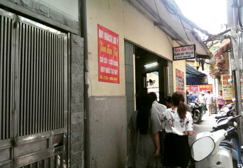 Đặc sản 'Bún đậu xếp hàng' ở phố cổ Hà Nội