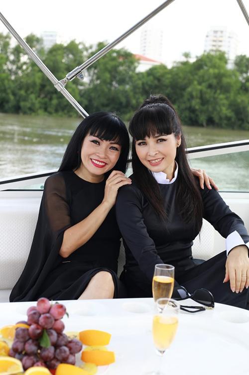 Phương Thanh thư giãn du thuyền 5 sao sang trọng