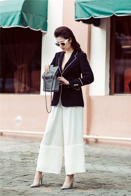 Streetstyle trắng đen sang chảnh như quý cô Paris của Thu Hằng