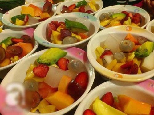 Mát lành với hoa quả dầm phố Tô Tịch