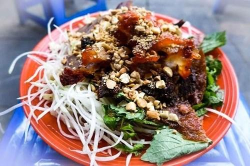 Thưởng thức món nộm bò khô ngay trung tâm phổ cổ Hà Nội