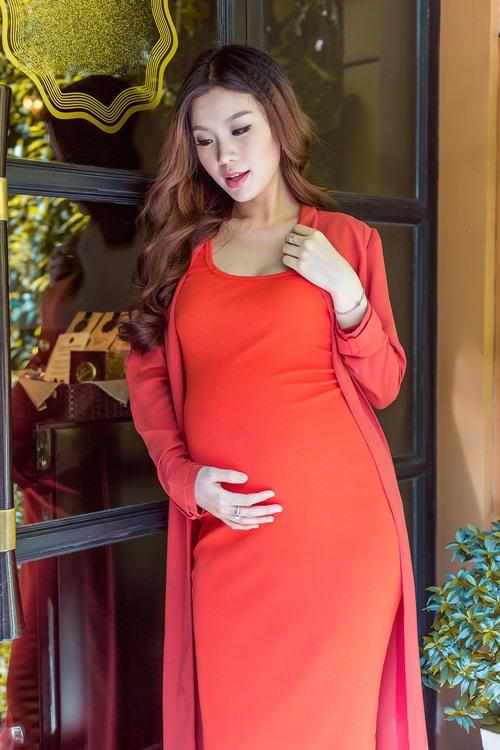 Diễm Trang khoe ảnh đẹp viên mãn trước ngày sinh nở