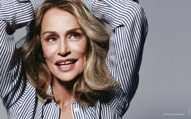 Người mẫu ngoài 70 này khiến chị em phải xem lại nhan sắc