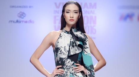 Dàn mẫu Next Top Model kiêu sa trên sàn diễn Hà Nội
