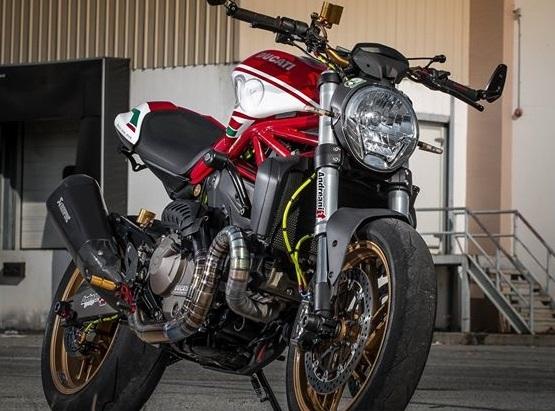 Ducati Monster 821 vô cùng hấp dẫn trong bản độ đầy đồ hiệu