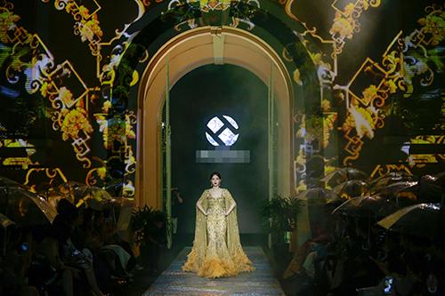 Nghẹt thở trước vẻ đẹp vạn người mê của Hoa hậu Thu Thảo