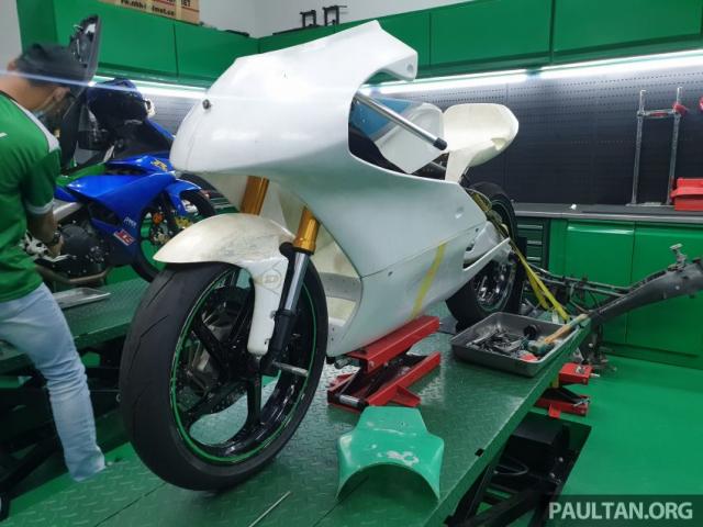 Exciter 150 độ chạy sân Moto3 đầy độc đáo
