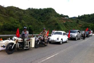Vượt 180km để lên biên giới Việt-Lào thăm đồng bào Cơ Tu