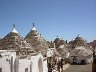 Những ngôi nhà có kiến trúc hình nấm đẹp như cổ tích ở Italy