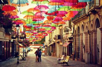 Rực rỡ phố 'ô bay' ở phố Agueda Bồ Đào Nha