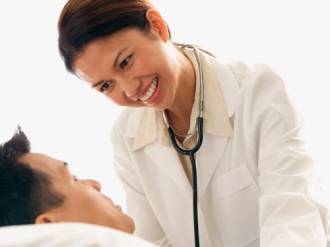 Nỗi ám ảnh kinh hoàng của nữ y tá chuyên chữa sùi mào gà