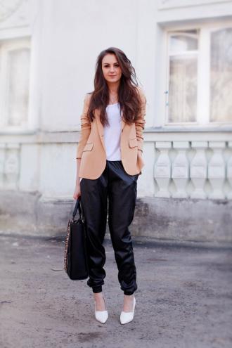 3 cách mặc đẹp và sành điệu với 1 chiếc quần da