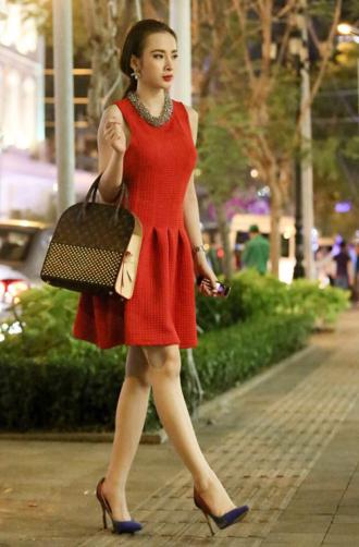 Cùng chiêm ngưỡng kho hàng hiệu đồ sộ của Angela Phương Trinh