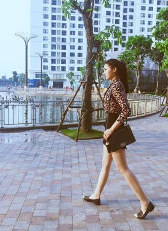Ngắm thời trang dạo phố của HH Kỳ Duyên