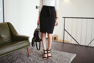 Tìm giày mùa hè 'ăn gian' chiều cao cho nữ công sở bận rộn