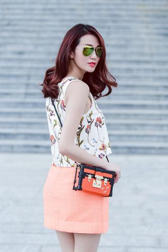 Khánh My mặc váy siêu ngắn không sợ nắng